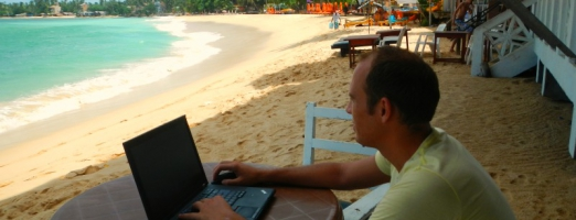 18 jobs & skills that enable you to work from anywhere and travel the world